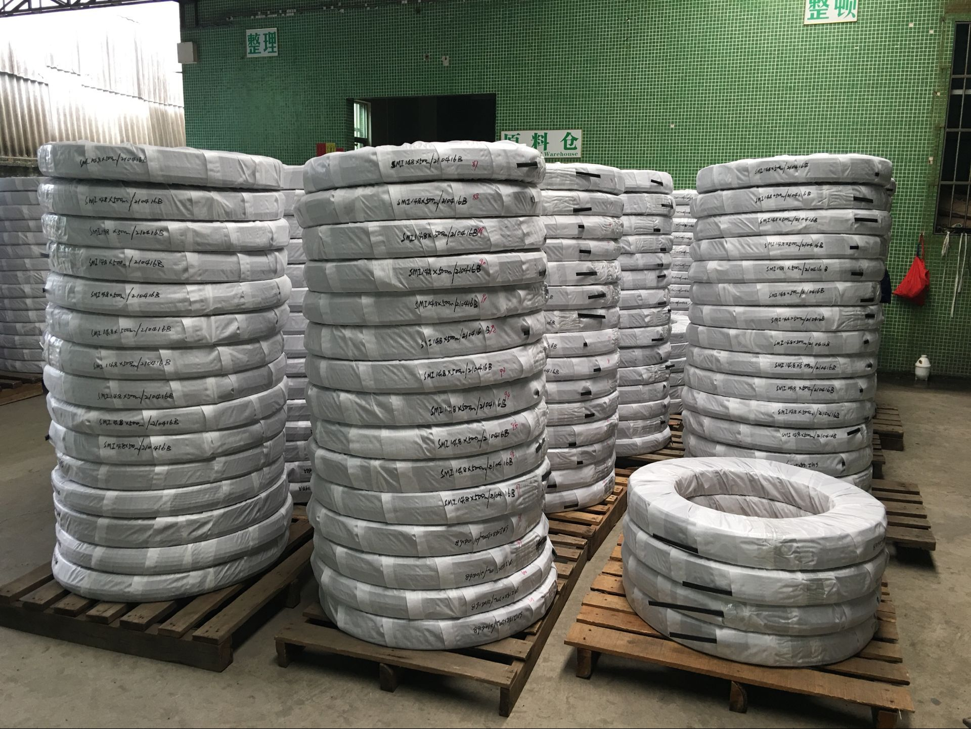 Polyamide strips for thermal barrier aluminum